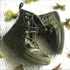 Nike Tanjun High Rise Winter Boots sz 8 Army green